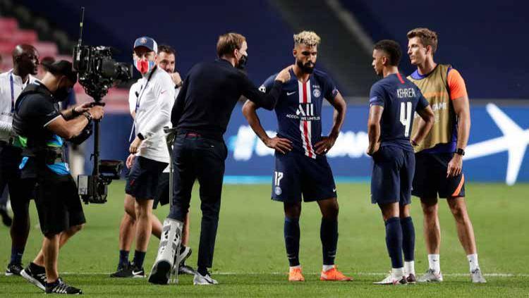 Pelatih Paris Saint-Germain, Thomas Tuchel bersama Eric Maxim Choupo-Moting dan Thilo Kehrer usai pertandingan. Copyright: © Manu Fernandez/Pool via Getty Images