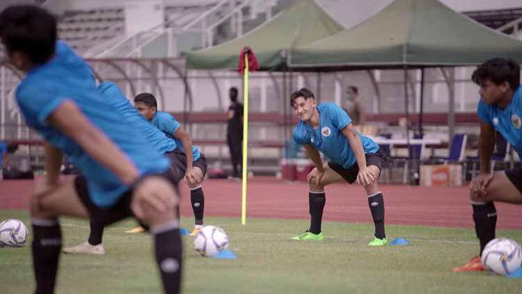 Jack Brown dalam sesi latihan di timnas Indonesia U-19. Copyright: © PSSI