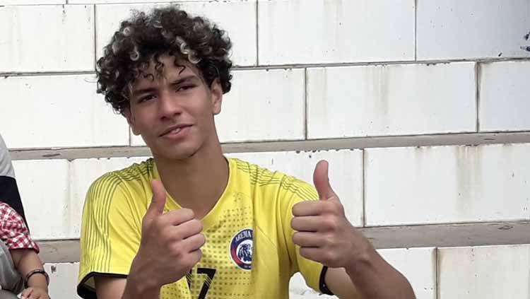 Defender Brasil Arema FC, Hugo Guillerme Correa Grillo dinilai lebih bisa beradaptasi di tim. Copyright: © Ian Setiawan/INDOSPORT