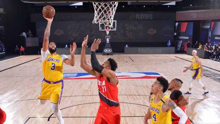 Berikut rekap hasil playoff NBA hari ini, Senin (07/09/20) WIB. Milwaukee Bucks selamat dari eliminasi dan LA Lakers tebus kekalahan atas Houston Rockets. Copyright: © Jesse D. Garrabrant/NBAE via Getty Images