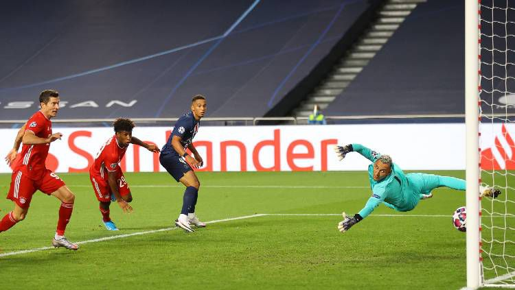 Pemain Bayern Munchen, Kingsley Coman, mencetak gol ke jala PSG di final Liga Champions, Senin (24/08/20) dini hari WIB. Copyright: © Twitter @championsleague