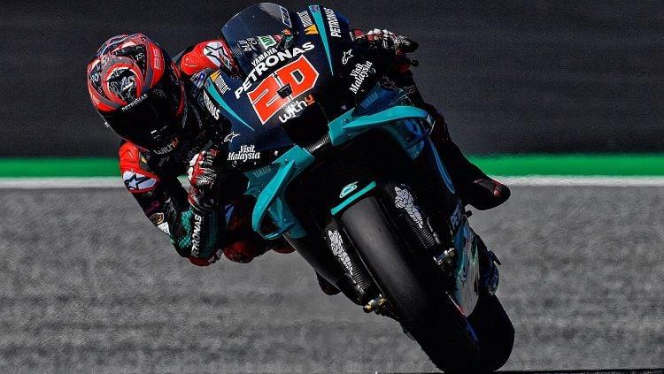Pembalap Petronas Yamaha, Fabio Quartararo, berhasil menjadi yang tercepat pada sesi latihan bebas MotoGP Emilia Romagna 2020 di Sirkuit Misano, Jumat (18/09/20 Copyright: © Twitter @FabioQ20