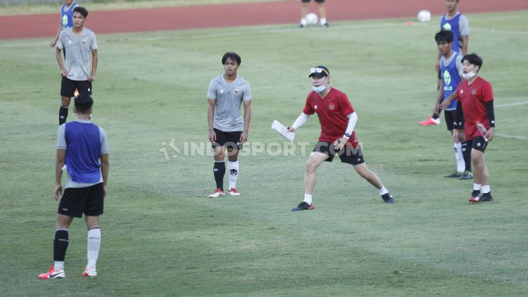 Media Asing Terkejut dengan Latihan Gila ala Shin Tae-yong Hingga Buat Pemain Masuk RS. Copyright: © Herry Ibrahim/INDOSPORT