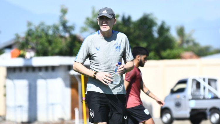 Pelatih kepala klub Liga 1 PSIS Semarang asal Serbia, Dragan Djukanovic diam-diam telah melakukan perpanjangan kontrak dengan manajemen Laskar Mahesa Jenar. Copyright: © Media PSIS