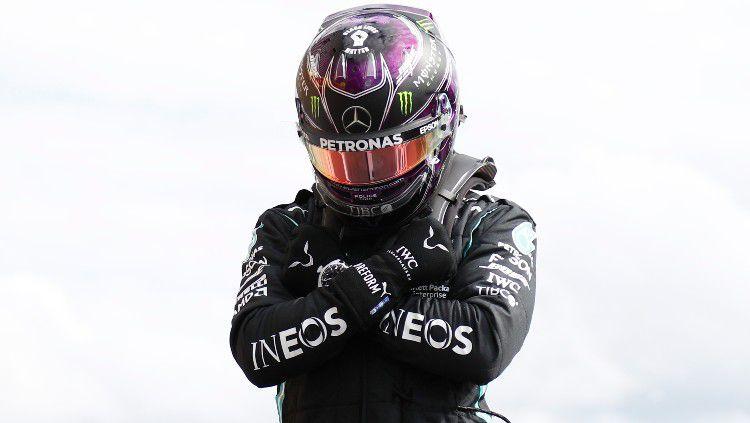 Lewis Hamilton jadi yang tercepat di kualifikasi F1 GP Inggris, yang membuatnya akan start terdepan di sprint race yang bakal digelar kali pertama di Formula 1. Copyright: © Francois Lenoir/Pool via Getty Images