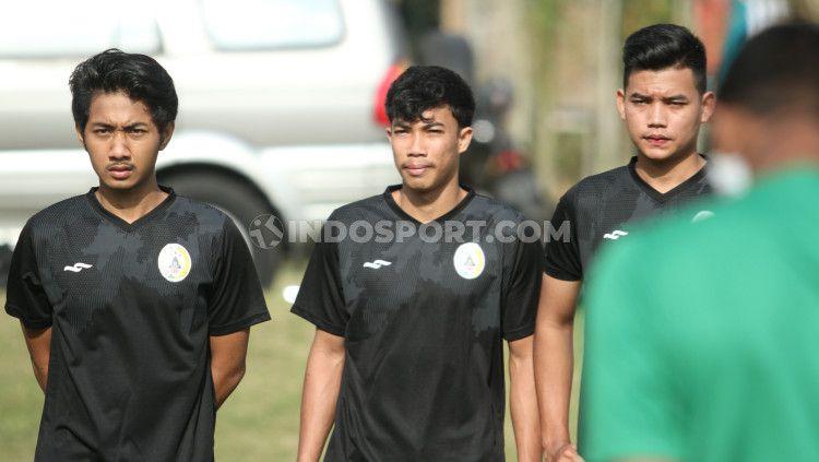Pemain muda PSS Sleman yang diikutsertakan dalam latihan tim senior. Copyright: © Ronald Seger Prabowo/INDOSPORT