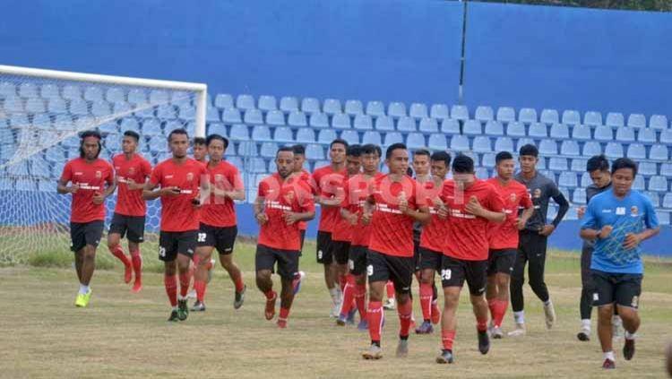 Suasana latihan perdana Sriwijaya FC menjelang lanjutan Liga 2 2020. Tak ada Beto Goncalves. Copyright: © Muhammad Effendi/INDOSPORT