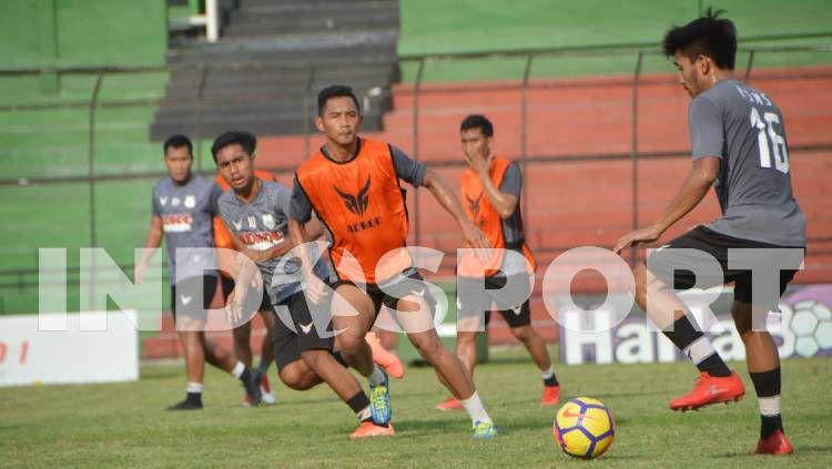 Klub Liga 2, PSMS Medan, menyebut persiapan yang telah mereka lakukan bakal sia-sia, jika kompetisi musim ini dihentikan. Copyright: © Aldi Aulia Anwar/INDOSPORT