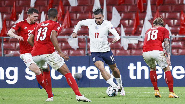 Jack Grealish menjalani debut bareng timnas Inggris dalam laga UEFA Nations League versus Denmark, Selasa (8/9/20). Copyright: © Twitter England