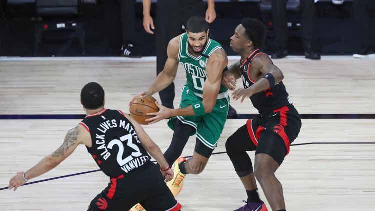 Berikut rekap hasil playoff NBA hari ini, Sabtu (12/09/20) WIB. Boston Celtics ke final Wilayah Timur usai mengalahkan Toronto Raptors. Copyright: © Kim Klement-Pool/Getty Images