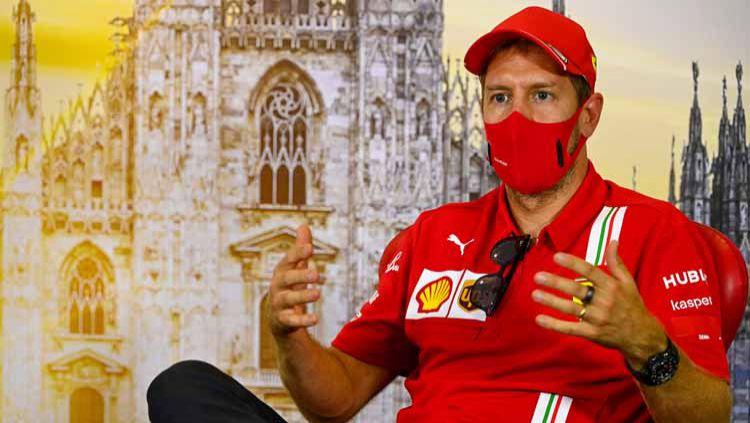 Pembalap asal Jerman, Sebastian Vettel, mengatakan 'tidak ada gunanya' disandingkan dengan legenda Formula 1 (F1), Michael Schumacher. Copyright: © Mark Sutton/Pool via Getty Images