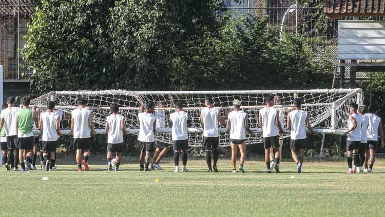 Latihan Bali United di Lapangan Trisakti, Legian, Badung. Copyright: © Official Bali United