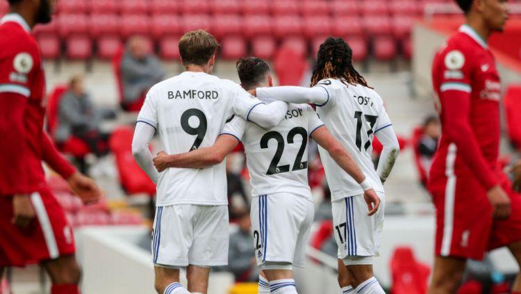 Selebrasi para pemain Leeds United usai mencetak gol ke gawang Liverpool Copyright: © Alex Dodd - CameraSport via Getty Images