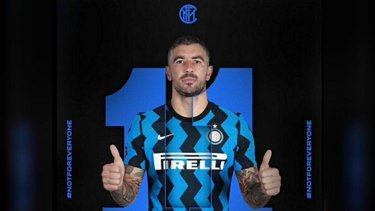 Aleksandar Kolarov mengungkapkan perasaannya bisa jadi bagian klub Serie A Liga Italia, Inter Milan. Copyright: © Inter Milan