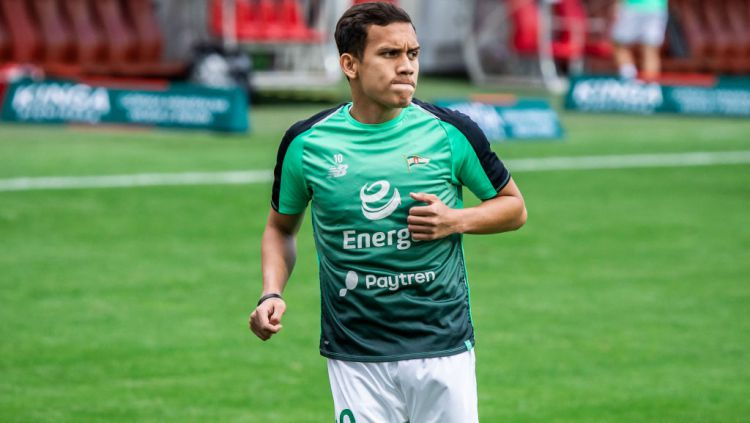 Egy Maulana Vikri saat mengenakan baju latihan Lechia Gdansk Copyright: © Mikolaj Barbanell/SOPA Images/LightRocket via Getty Images