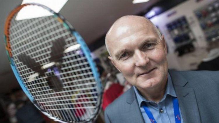 Direktur Badminton Denmark, Bo Jensen menuding ada sebuah konspirasi besar dibalik mundurnya negara-negara besar dari kompetisi Denmark Open 2020. Copyright: © Jellypages.com