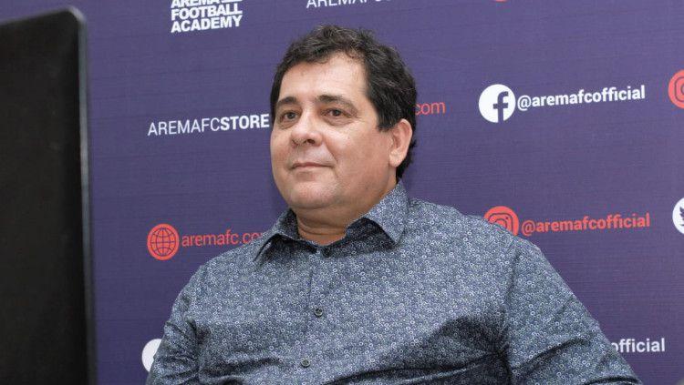 Pelatih baru Arema FC, Carlos Carvalho De Oliviera. Copyright: © Media Officer Arema FC