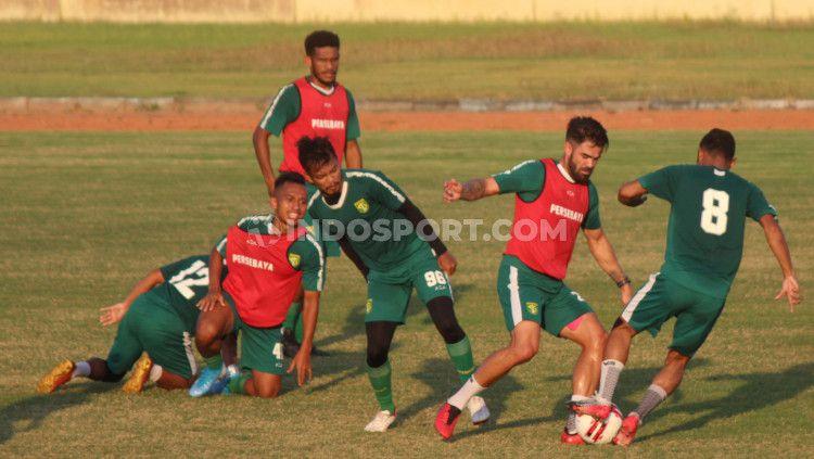 Latihan Persebaya di Lapangan Jenggolo, Sidoarjo, Kamis (17/09/20). Copyright: © Fitra Herdian/INDOSPORT