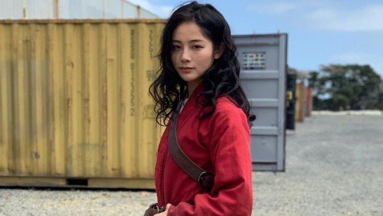 Berikut adalah pesona Liu Yaxi, stunt woman Mulan yang tak hanya cantik namun juga sangat jago bela diri. Copyright: © Instagram/Liu Yaxi