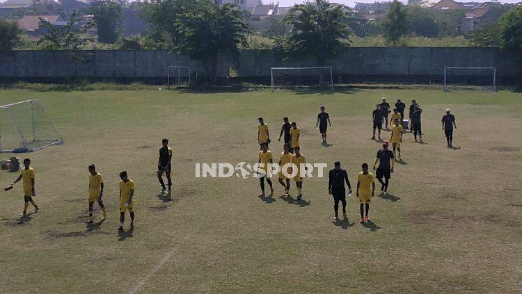 Pemain Persebaya latihan di Stadion Karangan, Wiyung, Surabaya. Copyright: © Fitra Herdian Ariestianto/INDOSPORT