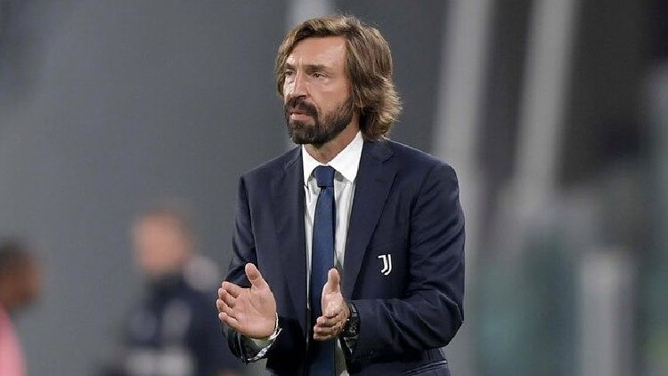 Andrea Pirlo dalam rebut perdana sebagai pelatih kepala Juventus di Serie A Italia. Copyright: © Twitter @Pirlo_official