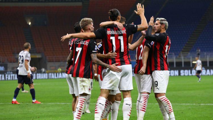 Selebrasi para pemain AC Milan usai Zlatan Ibrahimovic cetak gol ke gawang Bologna Copyright: © Marco Luzzani/Getty Images