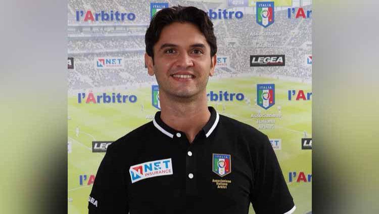 Kabar duka mengampiri  sepak bola Italia. Wasit Daniele De Santis dan tunangannya ditemukan tewas di rumahnya di Lecce usai ditikam dengan senjata tajam. Copyright: © Instagram@#danieledesantis