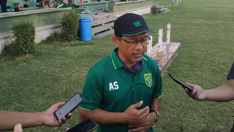 Aji Santoso, pelatih Persebaya Surabaya. Copyright: © Fitra/INDOSPORT