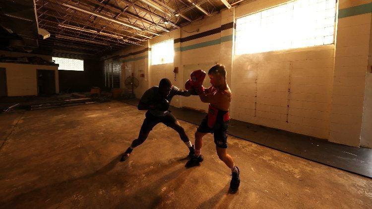 Ilustrasi olahraga tinju. Copyright: © Al Bello/Getty Images