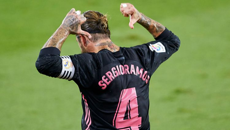 Selebrasi Sergio Ramos usai mencetak gol kemenangan Real Madrid atas Real Betis Copyright: © Fran Santiago/Getty Images