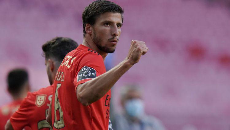 Kabar mengejutkan datang dari Manchester City. Raksasa Liga Inggris itu telah menjalin kesepakatan dengan Benfica di bursa transfer 2020 untuk dua pemain. Copyright: © Gualter Fatia/Getty Images