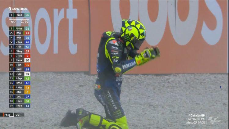 Valentino Rossi terjatuh di MotoGP Catalunya Copyright: © MotoGP