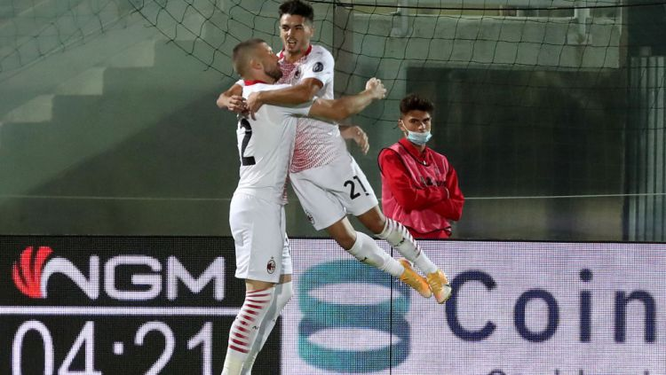 Selebrasi Brahim Diaz usai mencetak gol dalam laga Crotone vs AC Milan Copyright: © Maurizio Lagana/Getty Images