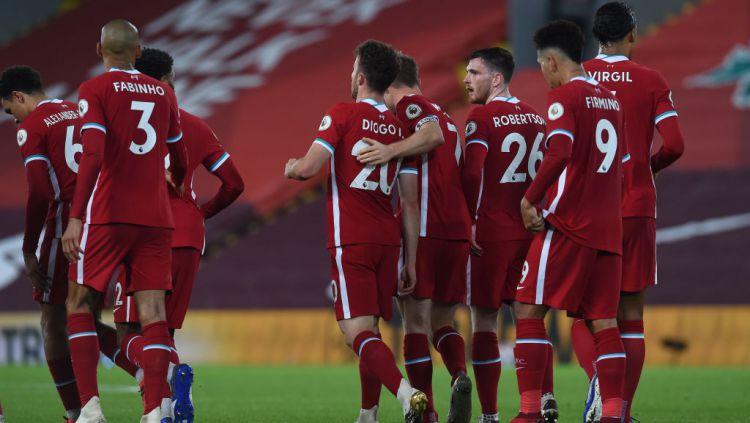 Skuat Liverpool merayakan kemenangan atas Arsenal. Copyright: © John Powell/Liverpool FC via Getty Images