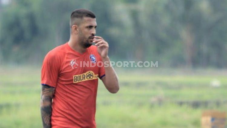 Caio Ruan bersikap legawa usai kontrak kerjanya tidak lagi diperpanjang oleh Arema FC sebagai bagian tim untuk kompetisi Liga 1 musim 2021 mendatang. Copyright: © Ian Setiawan/INDODPORT