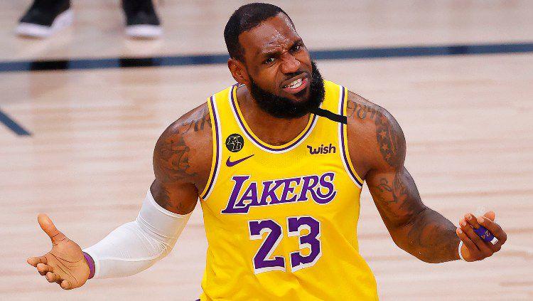 LeBron James di laga keempat final NBA antara Miami Heat vs LA Lakers, Rabu (07/10/20). Copyright: © Kevin C. Cox/Getty Images