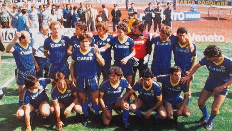 Serie A Italia musim 1985 akan terus dikenang sebagai musim spesial karena di musim itu mereka berhasil meraih scudetto, seperti apa kehebatan Verona kala itu? Copyright: © Wikipedia.org