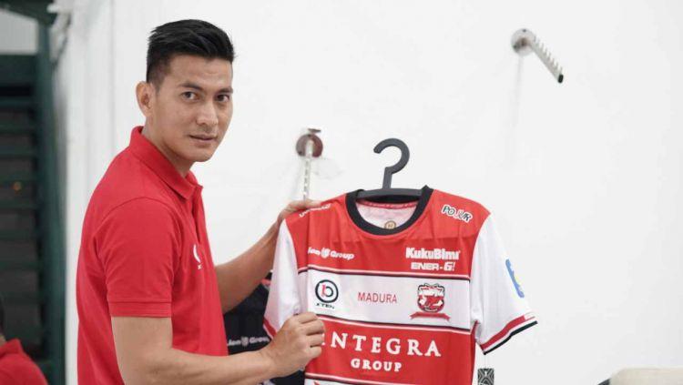 Mantan penjaga gawang Persib Bandung, Eddy Kurnia menjadi dalan di balik hadirnya apparel ini Copyright: © Dok. Pribadi