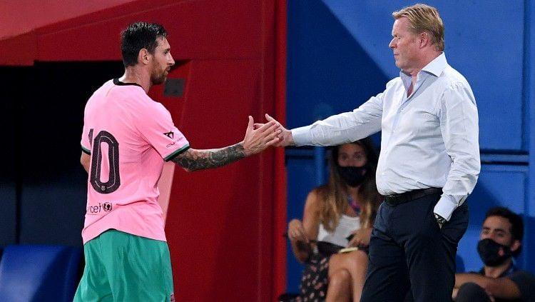 Jelang lawan Sevilla di pekan lanjutan LaLiga Spanyol 2020-2021, Ronald Koeman berharap Lionel Messi dapat bantuan segenap jajaran pemain Barcelona. Copyright: © David Ramos/Getty Images