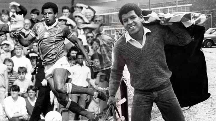 Howard Gayle adalah pemain kulit hitam pertama Liverpool. Copyright: © Getty Images