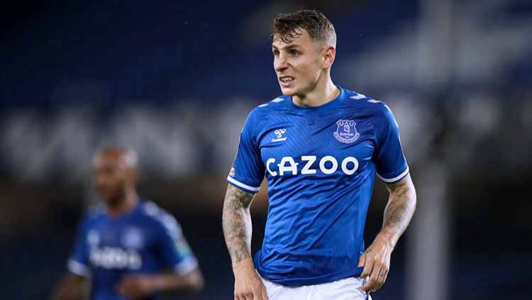 Menguak performa apik Lucas Digne bersama Everton sehingga menjadi full-back terbaik di Merseyside menyaingi duo Liverpool. Copyright: © Robbie Jay Barratt - AMA/Getty Images