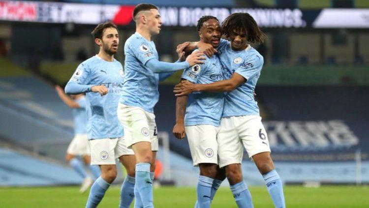 Raheem Sterling merayakan gol sematawayangnya dalam duel Manchester City vs Arsenal Copyright: © Twitter @premierleague