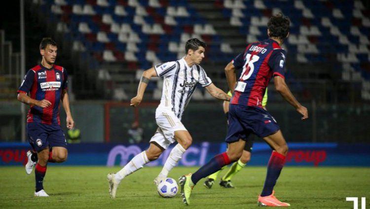 Juventus di luar dugaan harus ditahan imbang oleh Crotone dalam lanjutan ajang Serie A Italia. Copyright: © Twitter @juventusfcen