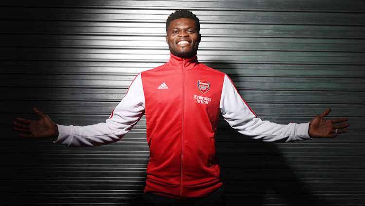 Thomas Partey akhirnya menjalani debutnya bersama Arsenal. Ia pun berpotensi mengikuti jejak 5 bintang terbaik The Gunners yang berasal dari Afrika. Copyright: © MacFarlane/Arsenal FC via Getty Images