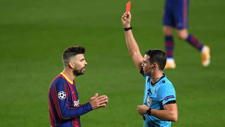 Di usianya yang sudah memasuki 34 tahun, Gerard Pique menjadi beban Barcelona di partai besar ajang Liga Champions. Copyright: © Alex Caparros/Getty Images