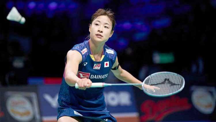 Melihat kembali aksi tak lazim dari atlet bulutangkis putri Jepang, Nozomi Okuhara yang dilakukannya di kompetisi All England. Copyright: © Lars Ronbog / FrontZoneSport via Getty Images