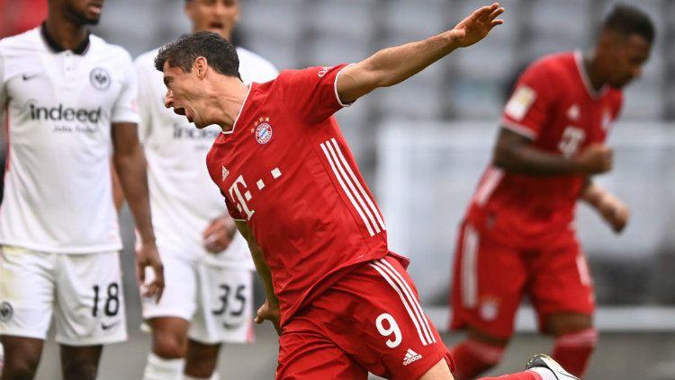 Selebrasi gol Robert Lewandowski di laga Bayern Munchen vs Eintracht Frankfurt Copyright: © Lukas Barth-Tuttas - Pool/Getty Images