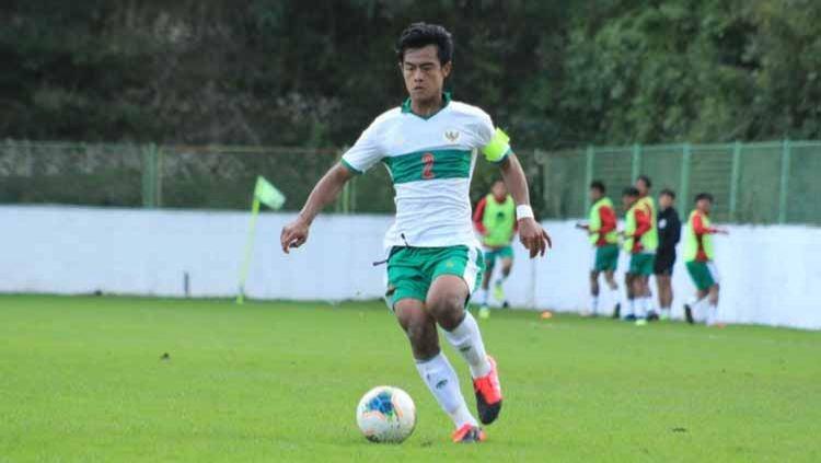 Pratama Arhan ketika menjadi kapten Timnas U-19 pada saat uji coba melawan Makedonia Utara. Copyright: © PSSI