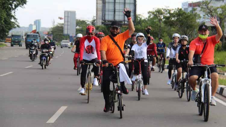 Olahraga bersepeda bersama. Copyright: © suryakepri