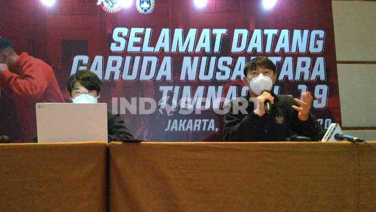 Pelatih Timnas Indonesia U-19, Shin Tae-yong, memastikan bakal ada perubahan dalam skuat Garuda Muda. Copyright: © Zainal Hasan/INDOSPORT